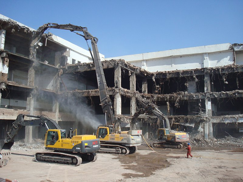 Volvo supports safe demolition in India