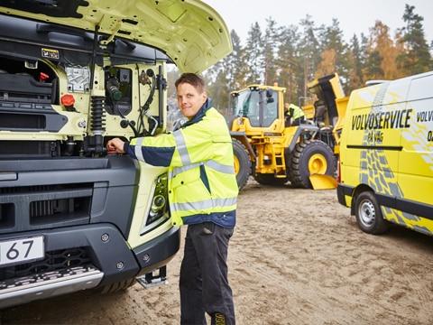 Swecon service technician provides rapid help on-site.