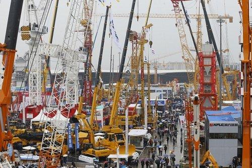 busy show despite rain