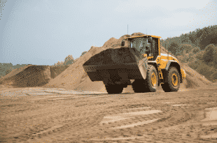 Volvo L20G wheel loader utilizes its large bucket size, high lift capacity and rapid hydraulic reaction to optimize productivity and performance on-site.