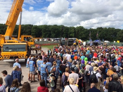 Crowds gather for the selfie at CarFest North