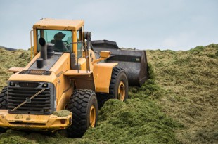 Still Meadow's Volvo L150E wheel loader maintains solid stability thanks to its 100% front axle differential locks, providing added traction.